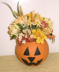 Floral Arrangements with Lanterns http://www.holidaycrafter.com/article1121.html